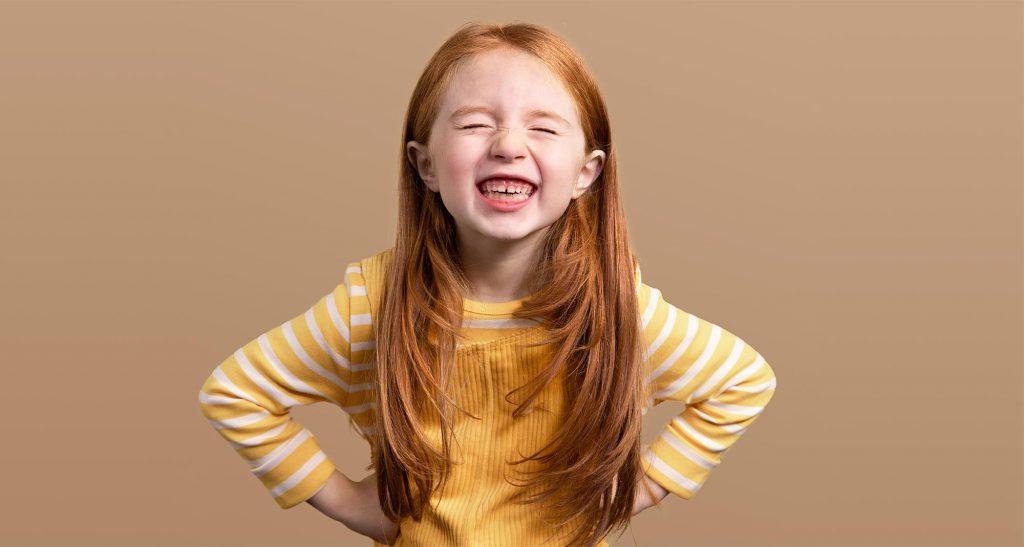 Toothie-sveriges-första-tandvårdsapp-Liten flicka-med-stort leende